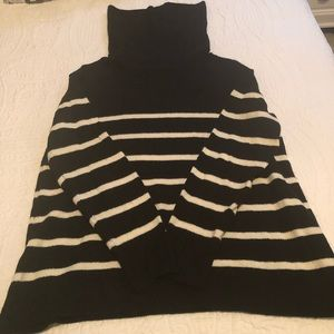 Black & White Old Navy Loose Sweater